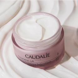 🥰🍇NOUVEAUTE CAUDALIE🍇🥰  Un soin anti-âge à la fois efficace, naturel et sensoriel ? 😍 La Crème Cachemire Redensifiante, texture ultra-douce et non grasse, est votre soin indispensable contre les rides pour une peau visiblement plus jeune !👍